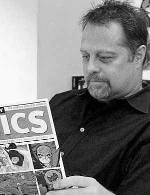 Mark Chiarello leyendo Wednesday Comics